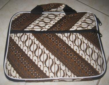 """Tas Laptop Kantong 10"""" (TLK10-02) Rp 31.000"""