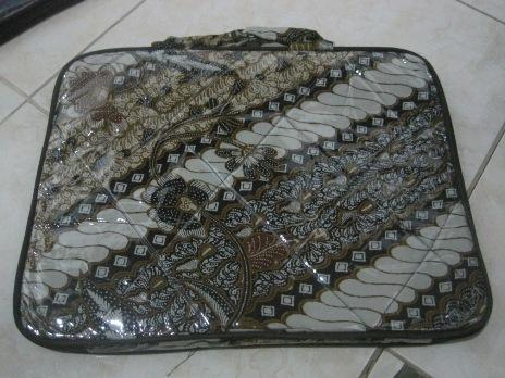 "Tas Laptop Plastik 14"" (TLPL14-01) Rp 38.000"